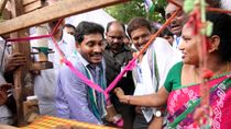 jagan introduction with handloom worker