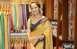 anasuya launch new boutique in vizag