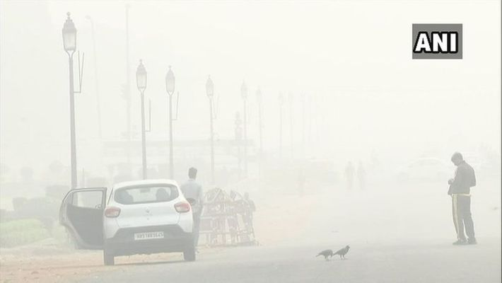 A day after Diwali, Delhi-NCR covered in thick smog, PM 2.5 level touches 999  anand vihar air quality index