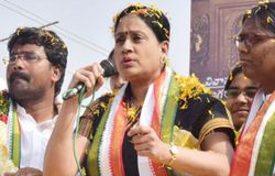 Vijayashanti road show at Peddaplli