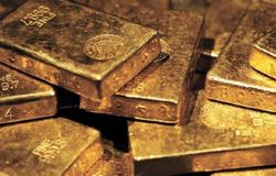 TMC leader Abhishek Banerjee's wife caught with 2 kg gold?