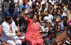 Priyanka Gandhi would election campaign first time against maneka gandhi in sultanpur