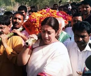Did Smriti Irani point at top Congress leader for her aides murder in Amethi
