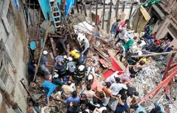 Residential building collapsed in Mumbai 12 dead on spot, 50 feared to be buried in the debris