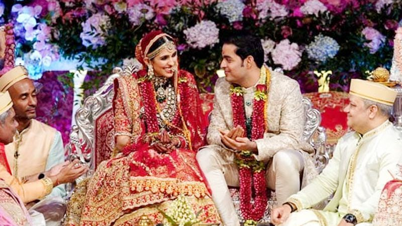 Shloka Mehta – Akash Ambani: There is no denying the fact that Akash Ambani and Shloka Mehta make for a beautiful couple. Akash and Shloka tied the knot in a grand ceremony on March 9, 2019, at Jio World Centre, Bandra-Kurla Complex.