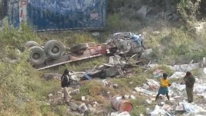Lorry met with an accident near vellore