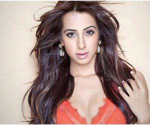 Sandalwood actress Sanjjanaa Galrani has her kitty full with back to back projects in Tamil, Hindi